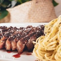 Entrecote La Mina, excellent quality meat with potatoes, vegetables, salad, peppers or pasta